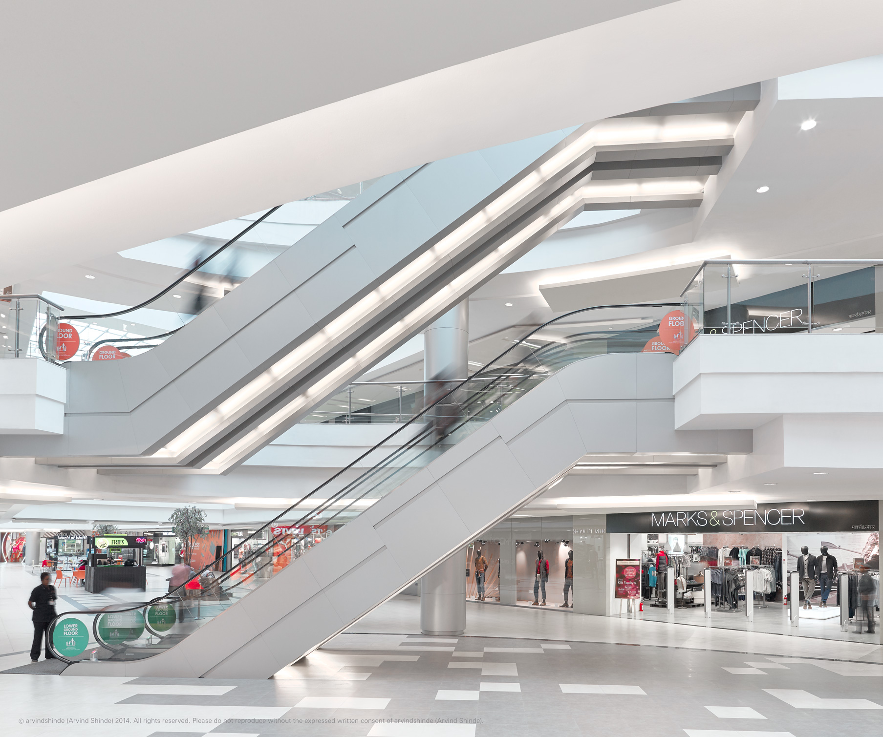 Phoenix_marketcity_kurla_escalator